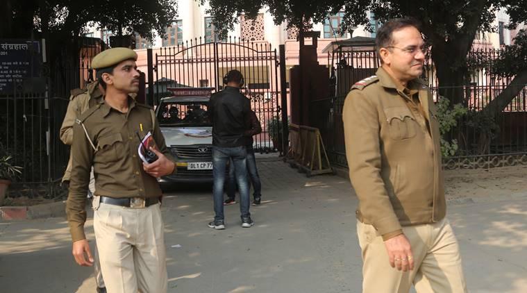 رام جس کالج معاملے پر خواتین کمیشن نے دہلی پولیس کو نوٹس بھیجا