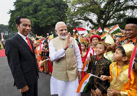 ہندستان۔ انڈونیشیا نے دفاعی تعاون معاہدہ سمیت 15معاہد ے کئے