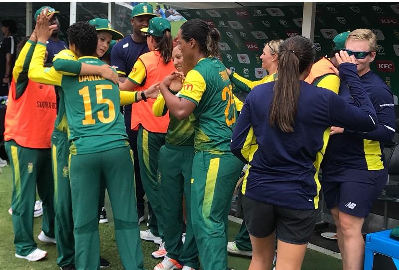 خاتون افریقی ٹیم نے ہندوستان کو تیسرے میچ میں 5 وکٹ سے شکست دی