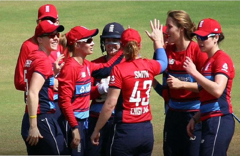 خواتین کرکٹ: انگلینڈ کی ٹیم نے آسٹریلیا کو آٹھ وکٹ سے شکست دی