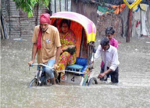 لکھنؤ میں بھاری بارش سےعام زندگی متاثر، وزراکی رہائش گاہوں میں بھی پانی بھرا
