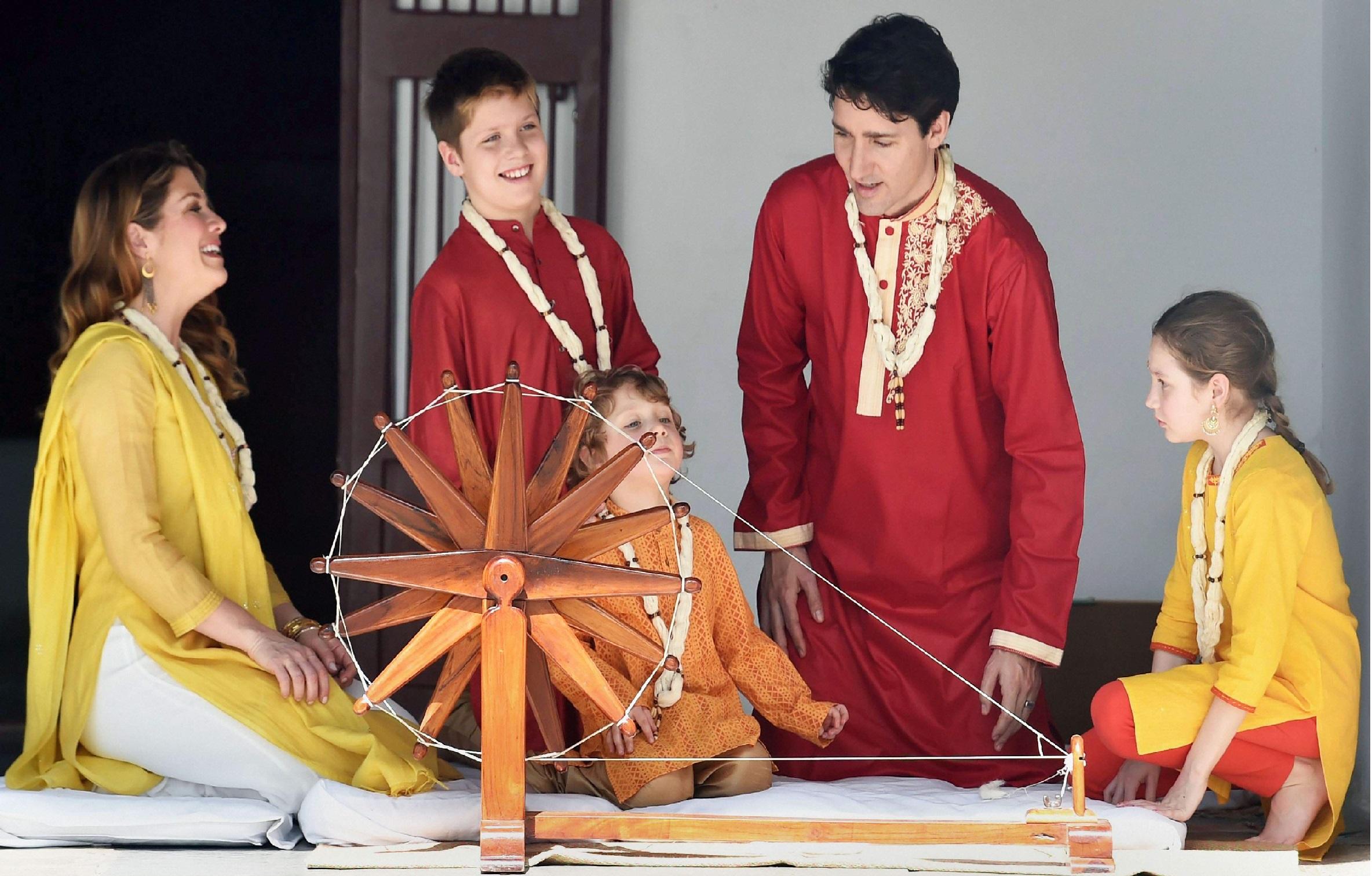 کینیڈین وزیر اعظم کا اہل خانہ سمیت مہاتما گاندھی کے آشرم کا دورہ