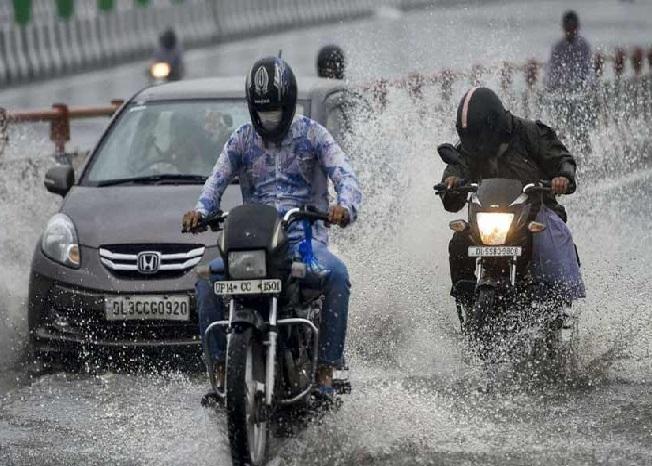 تلنگانہ میں بھاری بارش سے عام زندگی متاثر، گھروں میں پانی داخل