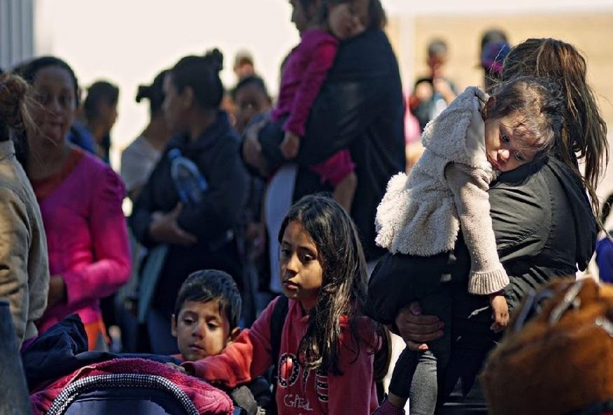 امریکا والدین سے ان کے بچے الگ کرنے کے موقف پر قائم