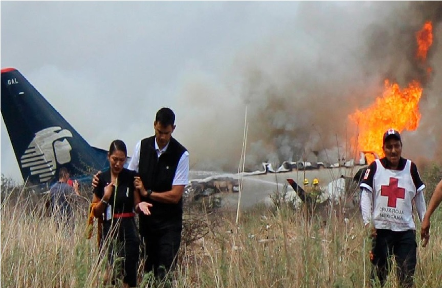 میکسیکو میں مسافر جہاز اڑان بھرتے ہی گرکر تباہ، 85 افراد زخمی