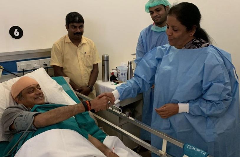 سیتا رمن نے اسپتال جاکر تھرور کی عیادت کی