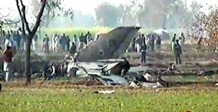 پاکستان ایئر فورس کا  طیارا مشق کے دوران گر کر تباہ