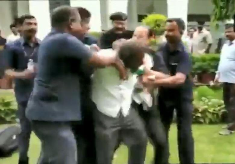 دہلی کے کیرل بھون میں چاقو لیکر داخل ہوا شخص