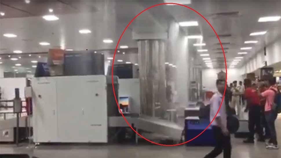 گوہاٹی ایئرپورٹ کی چھت سے جھرنے کی طرح بہنے لگا پانی، مسافر پریشان