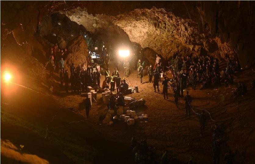"""تھائی لینڈ کے غار میں پھنسے بچوں کو بچانے کیلئے""""انتہائی کم وقت"""""""