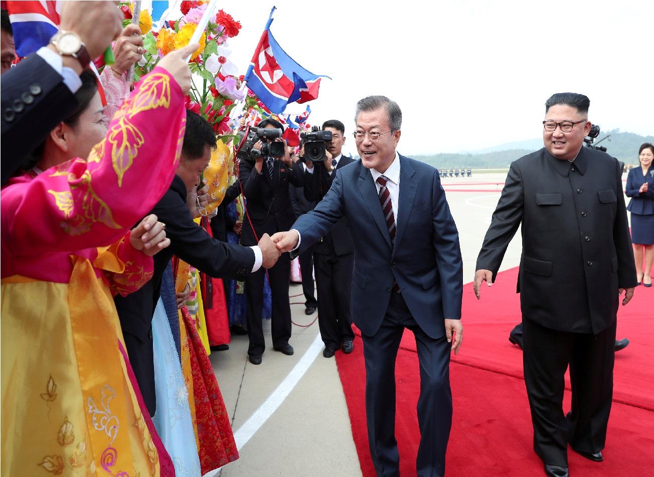 کوریا کے صدر مون چوٹی کانفرنس میں شرکت کے لیئے پہنچے شمالی کوریا