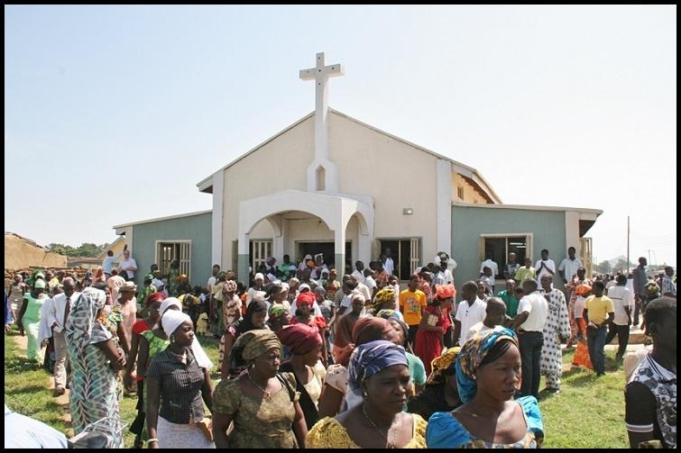 نائیجیریا میں چرچ  پر حملہ، 16 افراد ہلاک