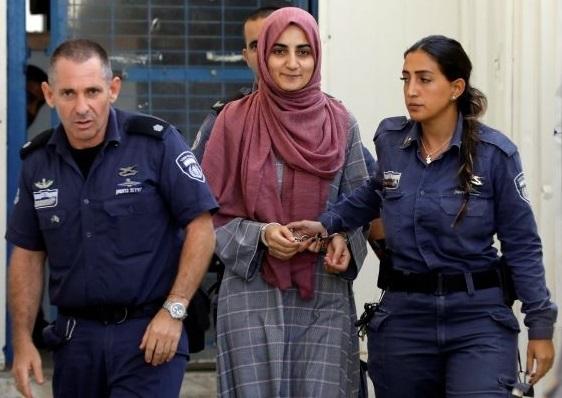 """ترک سیاح اسرائیل میں گرفتار عطر کی شیشیوں""""سمگلنگ"""" کا الزام"""