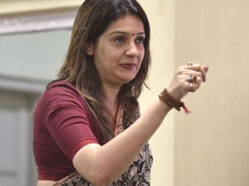غنڈے ،بدمعاشوں کو کانگریس میں توجہ ملنے سے پریشان ہوں: پرینکا چترویدی