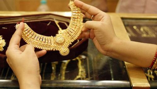 سونا 27،000 روپے فی 10 گرام کے پار، چاندی بھی ہوا مضبوط