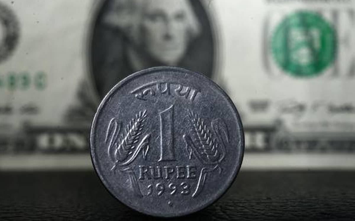 ڈالر کے مقابلے میں روپے کی قدر میں ایک پیسے کی کمی