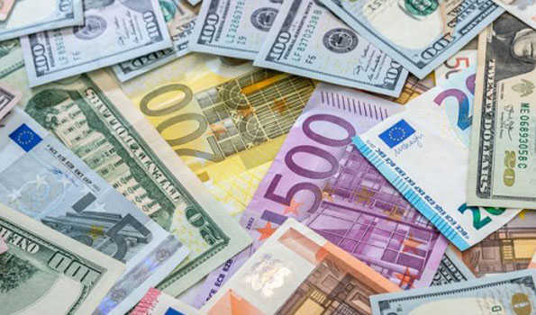 ڈالر کے مقابلے روپیہ میں 20 پیسے کی کمی