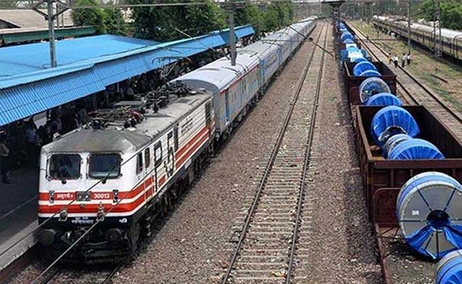 مسافر اور مال گاڑی سے سے کمائی میں کمی کی وجہ سے ریلوے تشویش میں