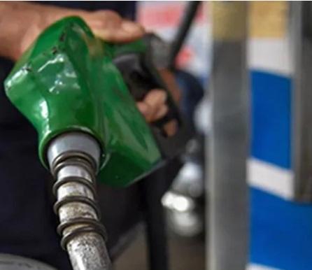 پیٹرول کی قیمت لگاتار 12 ویں دن کمی