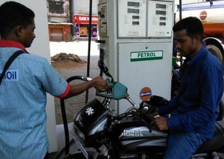پیٹرول کی قیمت 11 ویں دن بھی کمی آئی
