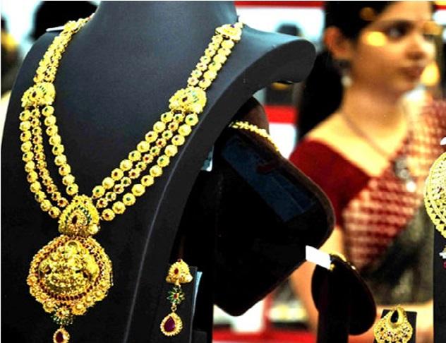 سونے کی چمک میں کمی، چاندی کی قیمت 250 روپے کی گرواٹ