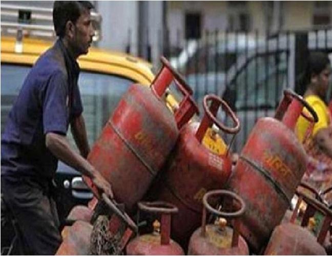 نئے سال میں گیس سلنڈر کی قیمت ہوئی کم