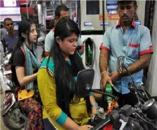 دہلی میں پٹرول 96 روپے سے تجاوز