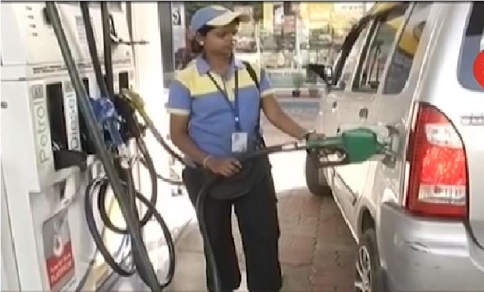 لگاتار تیسرے دن بھی کم ہوئے پٹرول اور ڈیزل کی قیمت