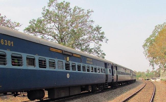 ریل مسافروں کے موبائل فون اور لیپ ٹاپ کے لئے بھی انشورنس کی منصوبہ بندی شروع کرے گی IRCTC