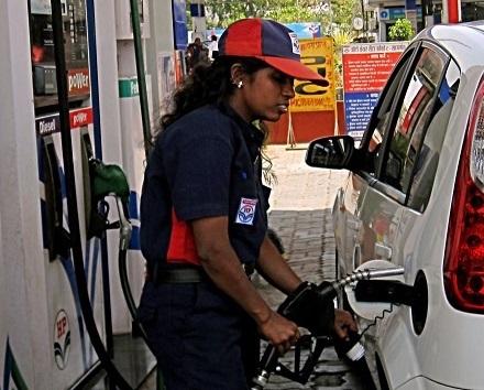 پٹرول اور ڈیزل کی قیمتوں میں پھر ہوا اضافہ