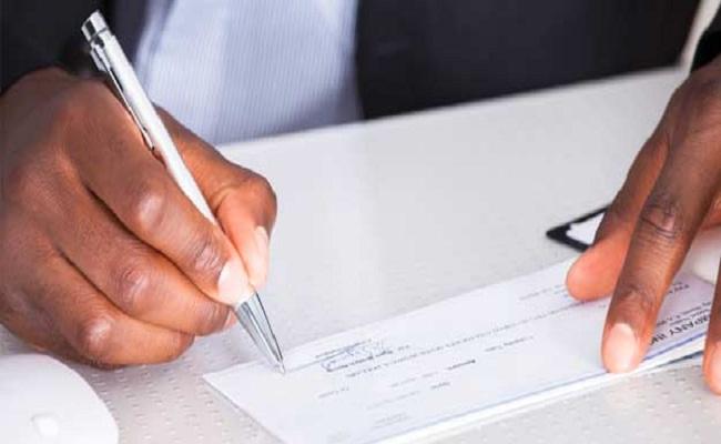 اب کسٹمر بینک چیک کو ہندی، انگریزی یا علاقائی زبان میں بھی لکھ سکتے ہیں ...