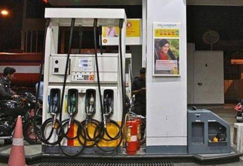 """لگاتار 11 ویں دن پیٹرول کی قیمت میں اضافہ"""" ممبئی میں 85 روپے"""