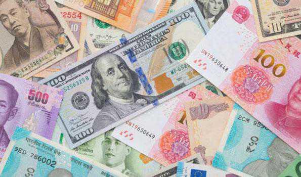 ڈالر کے مقابلے میں روپیہ دو پیسے مضبوط