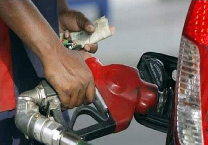 لگاتار پانچویں دن پیٹرول-ڈیزل کی قیمت میں زبردستی کٹوتی