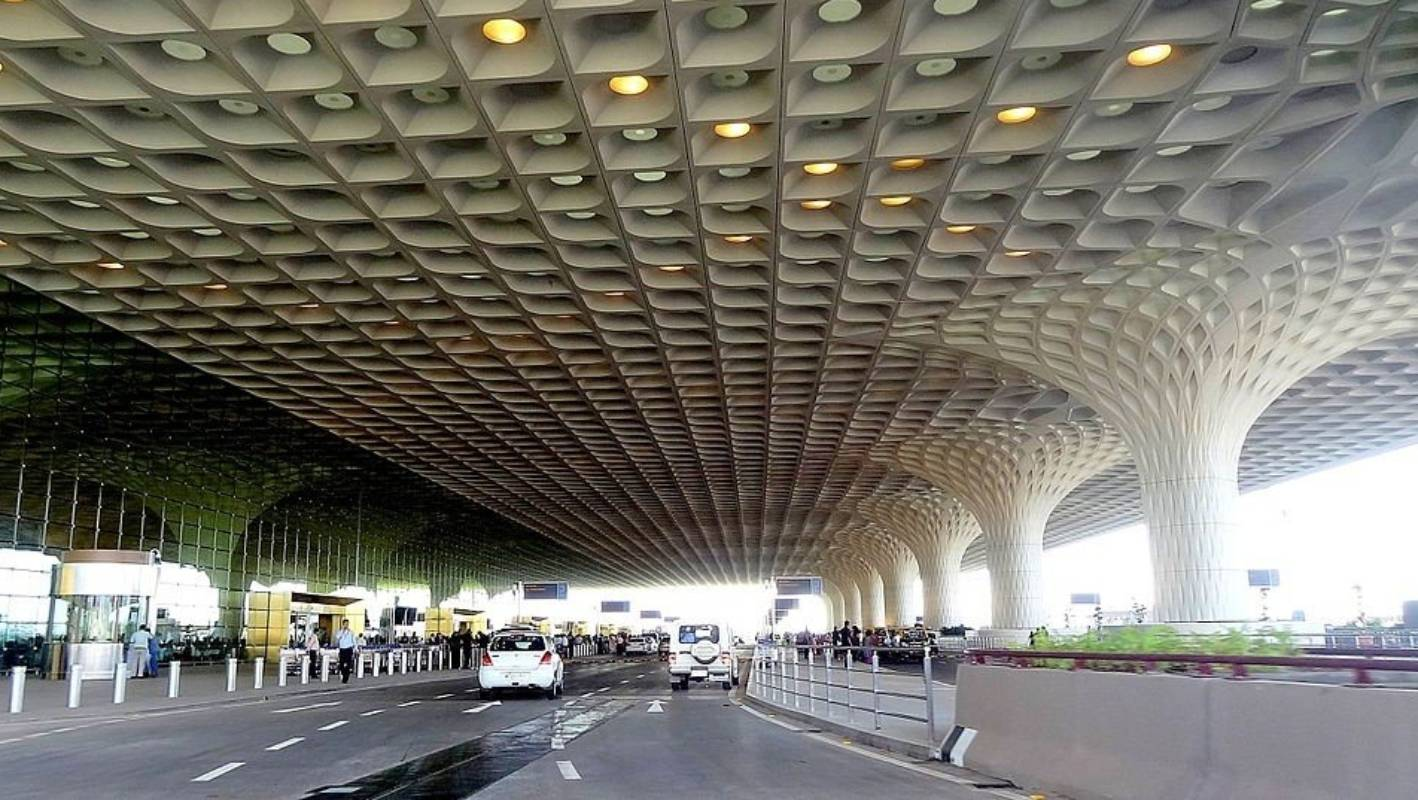 ممبئی انٹرنیشنل ایئرپورٹ کا کنٹرول اڈانی گروپ کو ملا