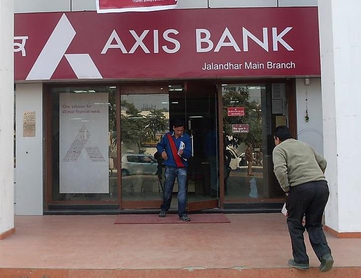 ایس بی آئی اور ICICI کے بعد Axis بینک نے بھی دیا گاہکوں کو جھٹکا