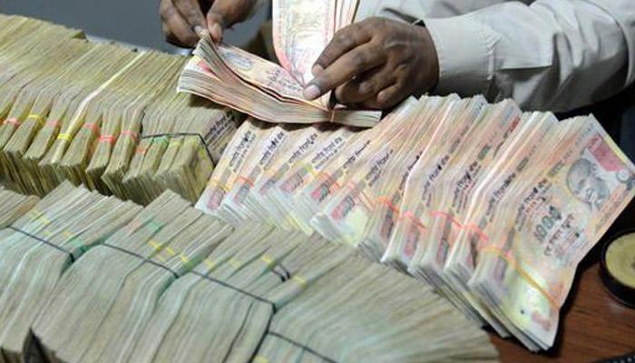 نقد بندی : 8 نومبر کے بعد بڑی مقدار میں نقد رقم جمع کرنے والوں کو انکم ٹیکس محکمہ کا نوٹس