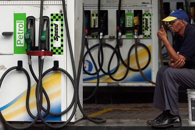 کم نہیں ہوئی پیٹرول اور ڈیزل کی قیمتیں جی ایس ٹی کے دائرہ میں آنے کے بعد بھی