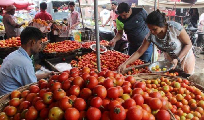 حیدرآباد میں ٹماٹر کی قیمت میں کمی، کسان فکرمند، گھریلوخواتین خوش
