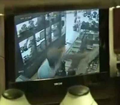 چندی گڑھ :جیولری شاپ میں لوٹ:CCTVمیں قید ہوا لٹیرا