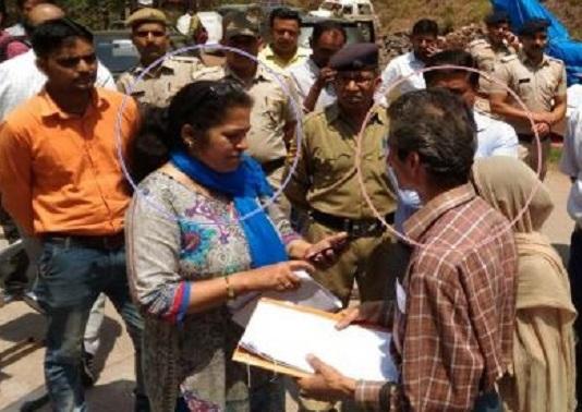 خاتون آفیسر کا ہماچل پردیش میں گولی مار کر قتل:غیرقانونی تعمیرات توڑنے گئی تھیں آفسر