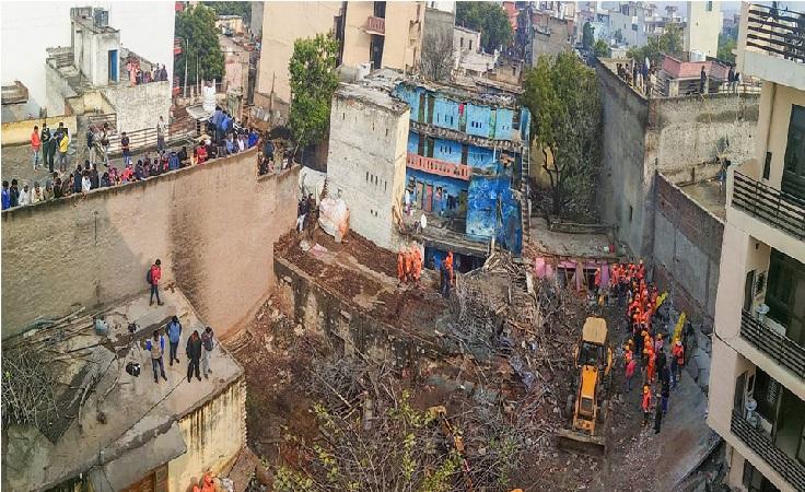 گروگرام: تعمیری عمارت گر کر تباہ، دو لوگوں کی موت، 7 ملبے میں دبے ہونے کا اندیشہ