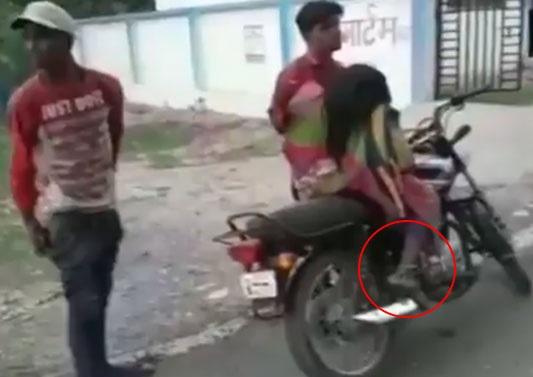 مدھیہ پردیش میں انسانیت شرمسار، موٹرسائیکل پر ماں کی لاش لیے جانے پر مجبور بیٹا