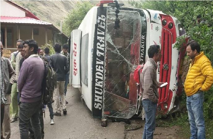 بی جے پی کارکنوں سے بھری بس حادثے کا شکار، راجناتھ کی ریلی میں جارہی تھے کارکن