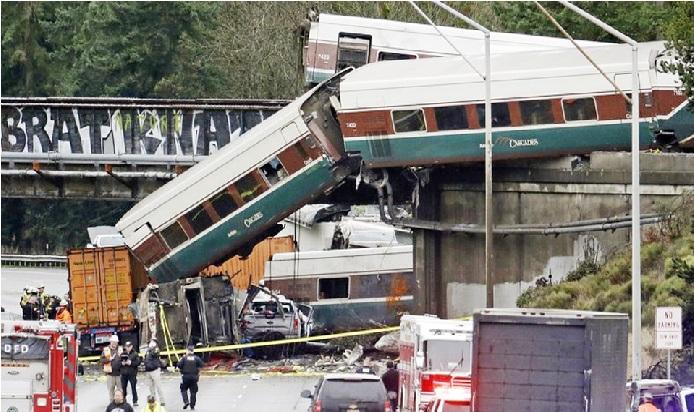 امریکہ میں پٹری سے اتری ہائی سپیڈ ٹرین ، 13 کاروں کو کچلا ، 3 افراد ہلاک