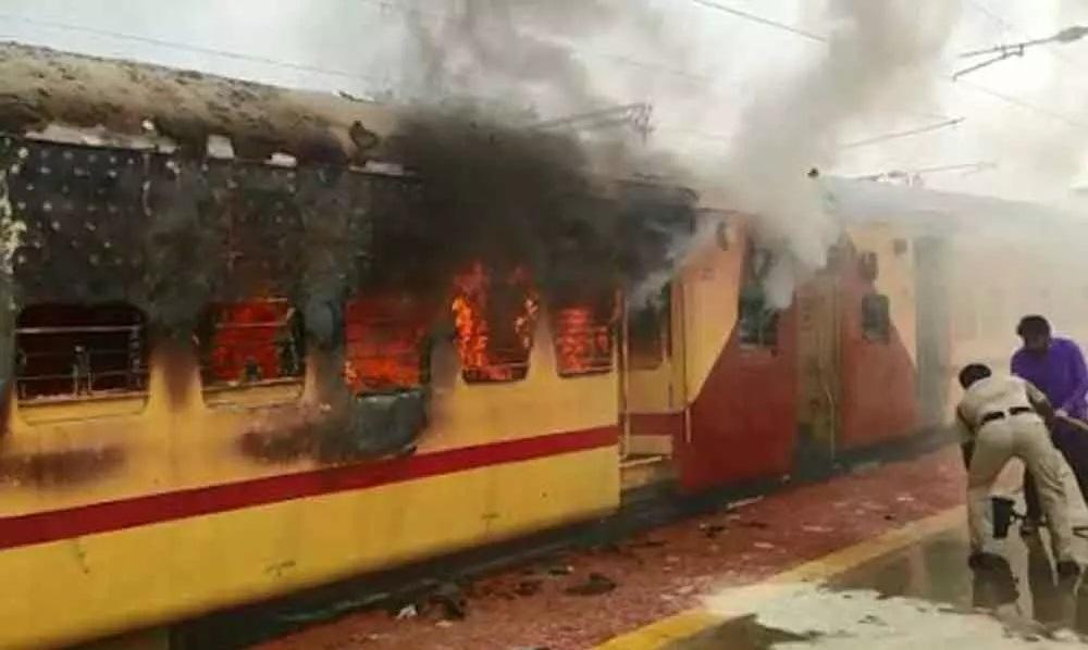 تلنگانہ:ٹرین کی بوگی میں آگ