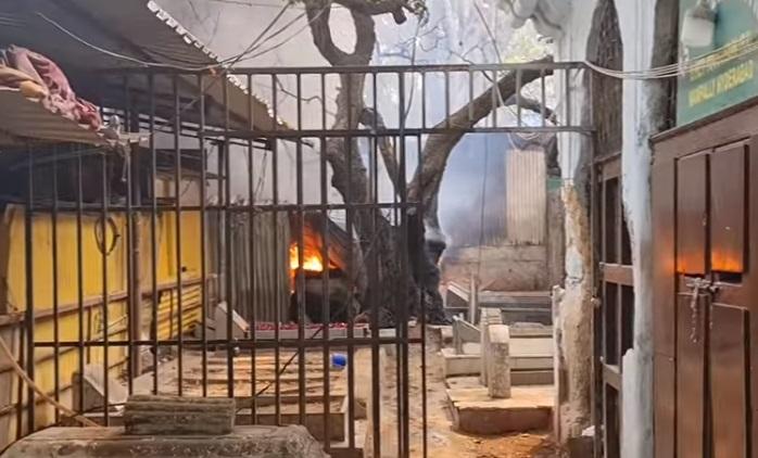 درگاہ حضرات یوسفین ؒکے احاطہ میں زنانہ گیٹ کے قریب دکانات میں آگ