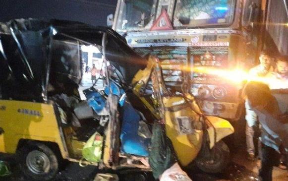 نلگنڈہ: آٹو اور ٹرک کے تصادم میں 7 مزدوروں کی موت، 13 زخمی