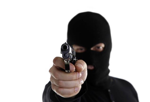 بدمعاشوں نے  تاجر کو گولی مارکر 9 لاکھ روپے لوٹ لئے