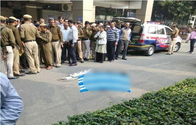 دہلی پولیس ہیڈکوارٹر کی 10ویں منزل سے کھود کر اے سی پی نے دی جان